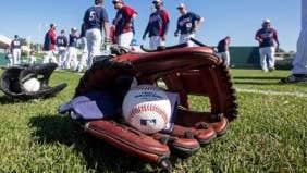 7 ways to save on baseball spring training travel