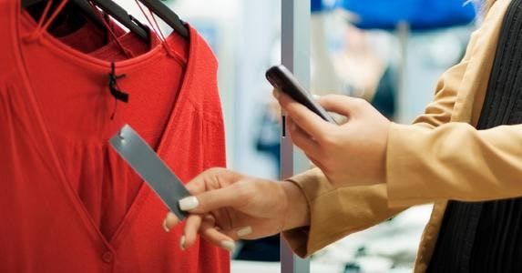 Scanning clothing tag with phone © iStock