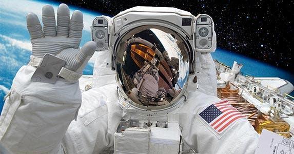 Astronaut © Castleski/Shutterstock.com