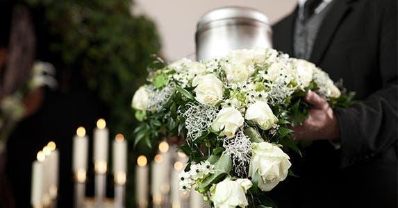 Mortician © Kzenon/Shutterstock.com