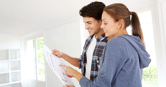 Understand your credit report before buying a home © Goodluz/Shutterstock.com