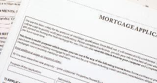 Mortgage application © Sakarin Sawasdinaka/Shutterstock.com
