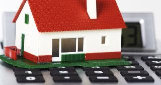 Toy house on calculator © kurhan/Shutterstock.com