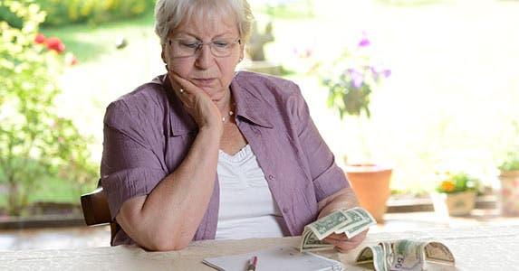 Seniors: Don't stop saving © Firma V/Shutterstock.com