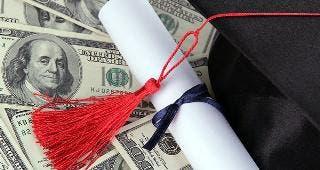 Graduation cap © Africa Studio/Shutterstock.com