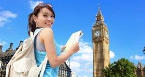Teenage girl backpacking in London, England © iStock