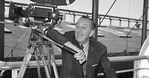 Walt Disney © Hulton-Deutsch Collection/CORBIS
