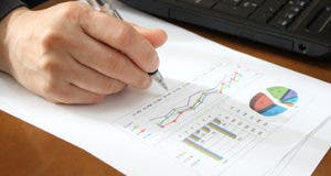 Writing on chart © Fotolia.com