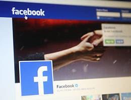 Don't manage social media presence © Northfoto/Shutterstock.com