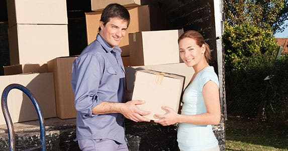 Cut your cost of renting a moving van © Tyler Olson/Shutterstock.com