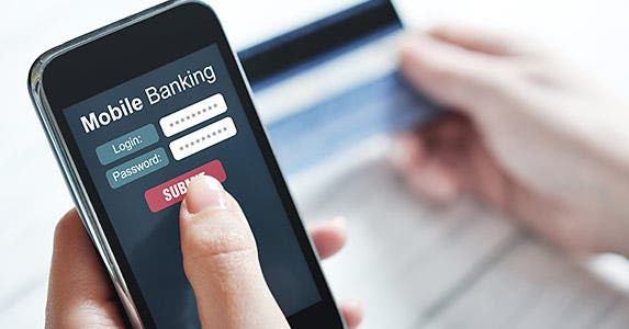 Smaller banks are behind on technology © mama_mia/Shutterstock.com