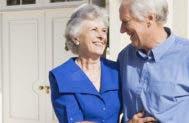 Senior couple standing outside house © Monkey Business Images/Shutterstock.com