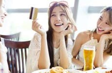 Friends paying for their meal at restaurant | TomWang/Shutterstock.com