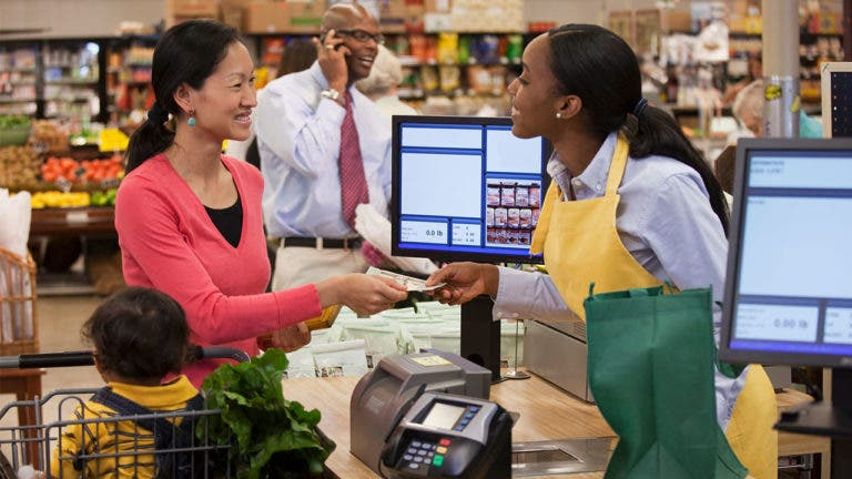 4 tips to maximize your rewards credit cards