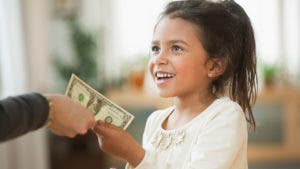 Parent giving young daughter $1