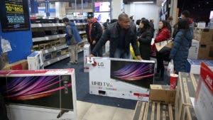 Man buys tv on Black Friday in Best Buy