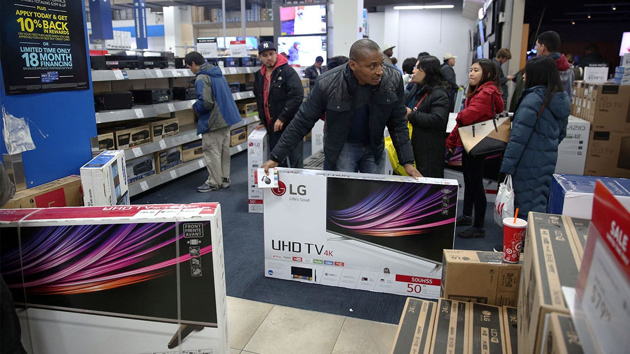 Man buys tv on Black Friday in Best Buy