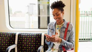 With new mobile banking apps, JPMorgan and Wells Fargo pursue millennials