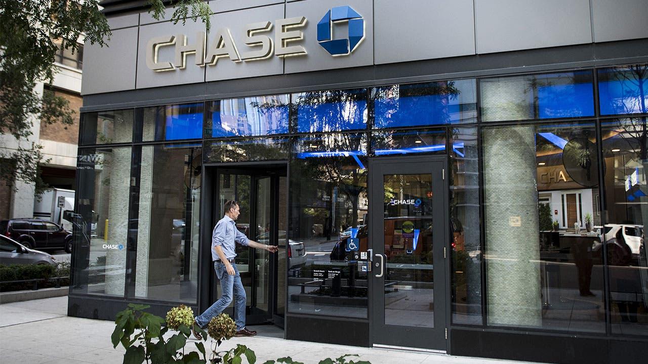 Man walks into Chase bank