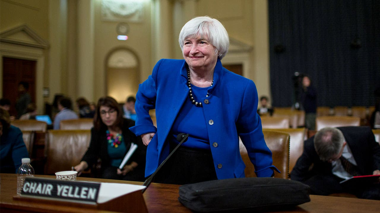 the federal reserve and rates essay Money and its importance relative to the us government have always been  difficult to figure out especially when it comes to interest rates due to our federal .