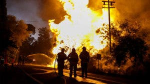 Fire fighters control the wildfires in California