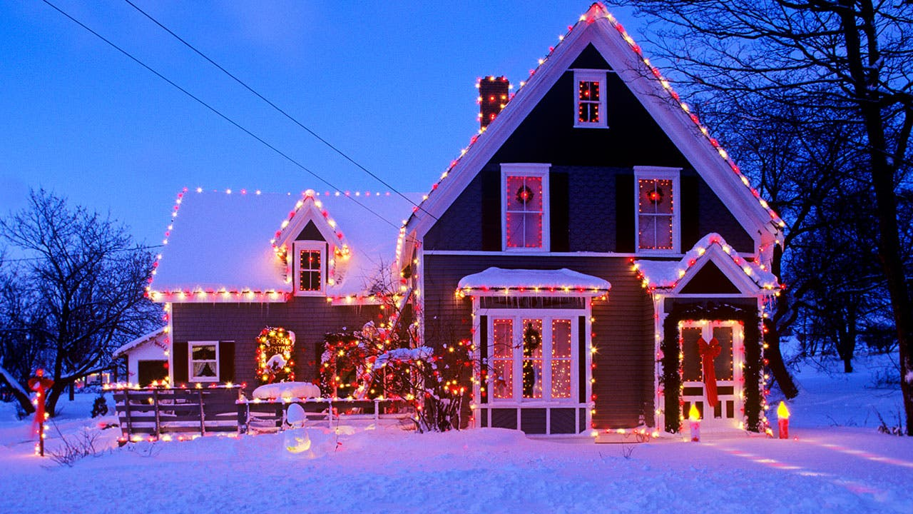 A Home For Christmas.Saving Big By Buying A Home During Holidays Bankrate Com