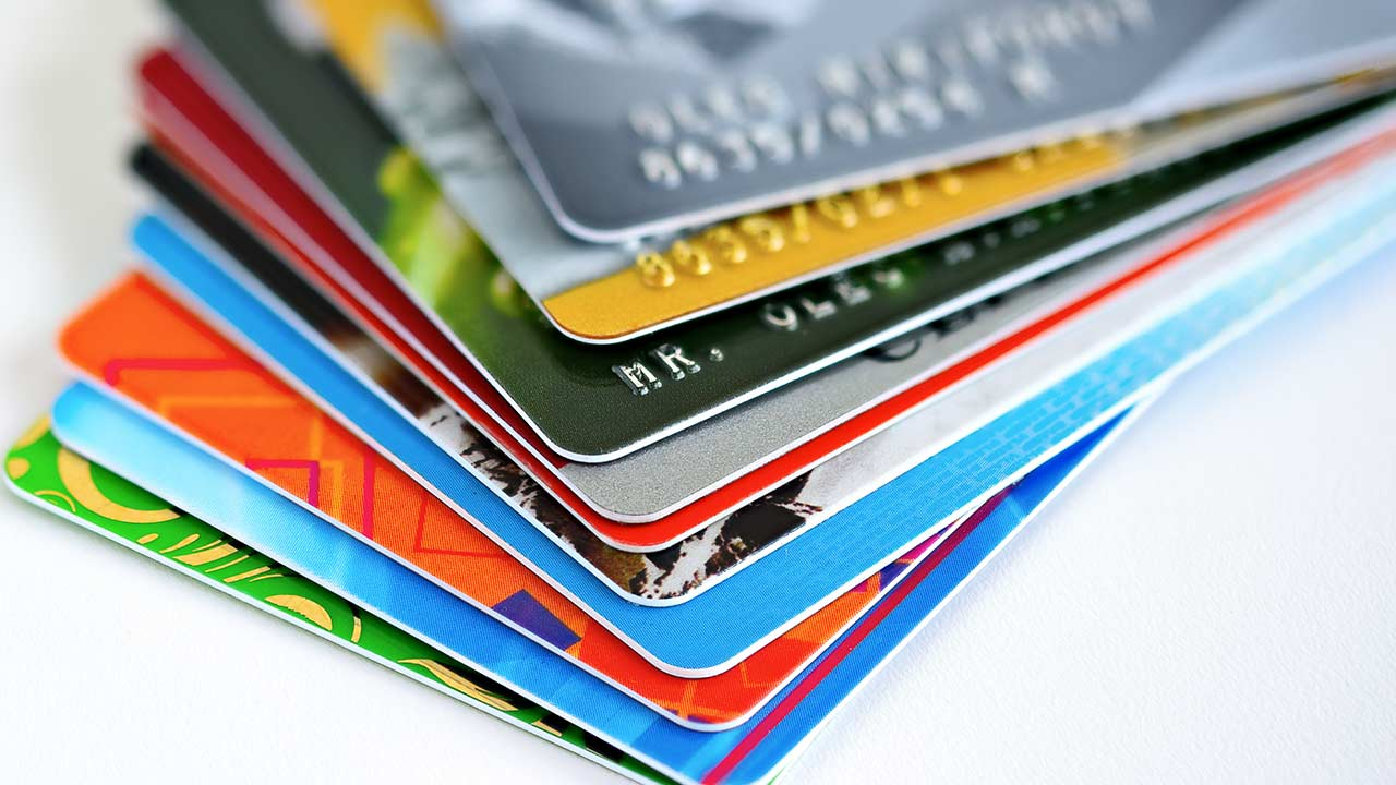 How to Use Your Credit Card Smartly? There are days when only few people use this Card. The scenario now tells a different story and each individual today tore his Credit Card to make a purchase.
