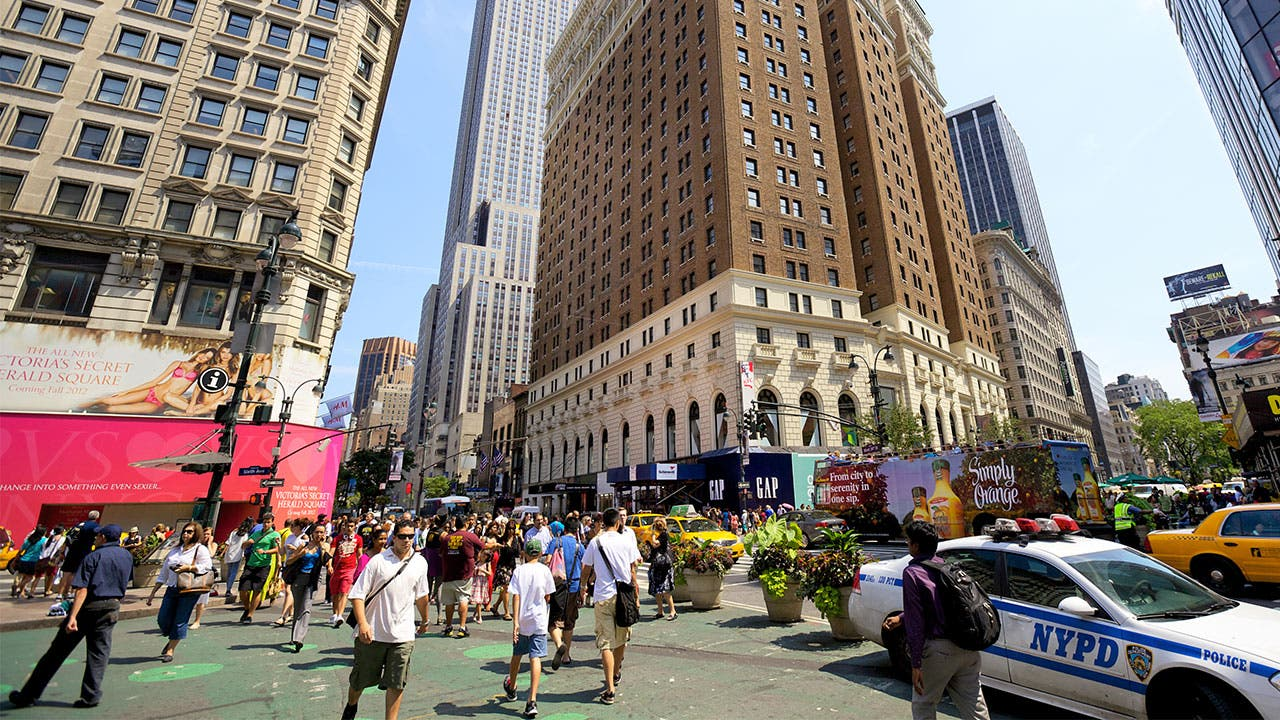 US consumers in downtown Manhattan