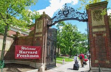 Harvard College students move into dorms