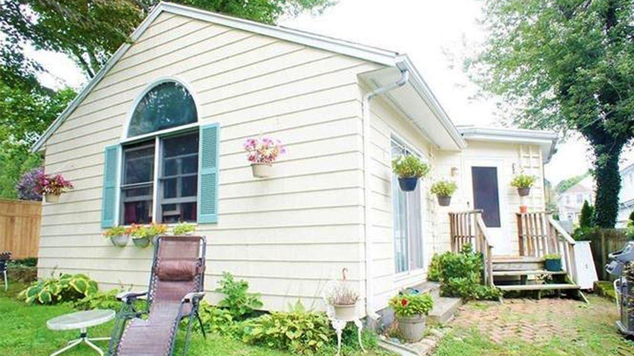 White home in Darien
