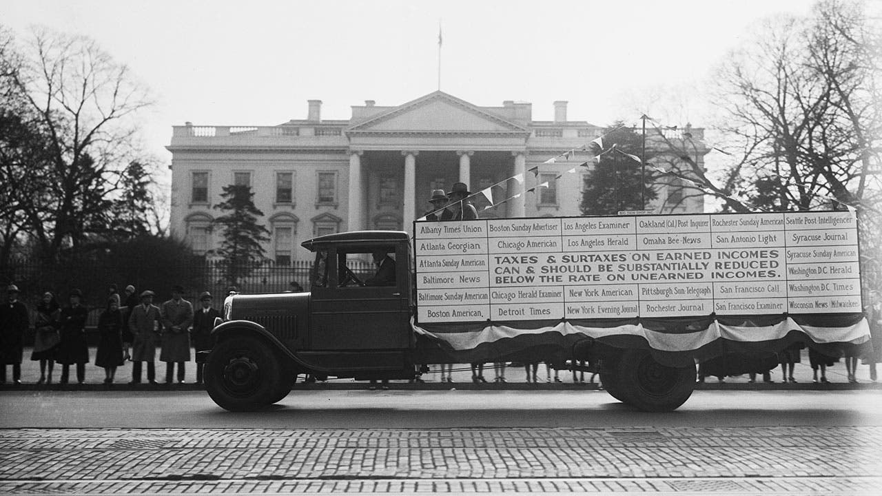 Tax wagon in front of White House