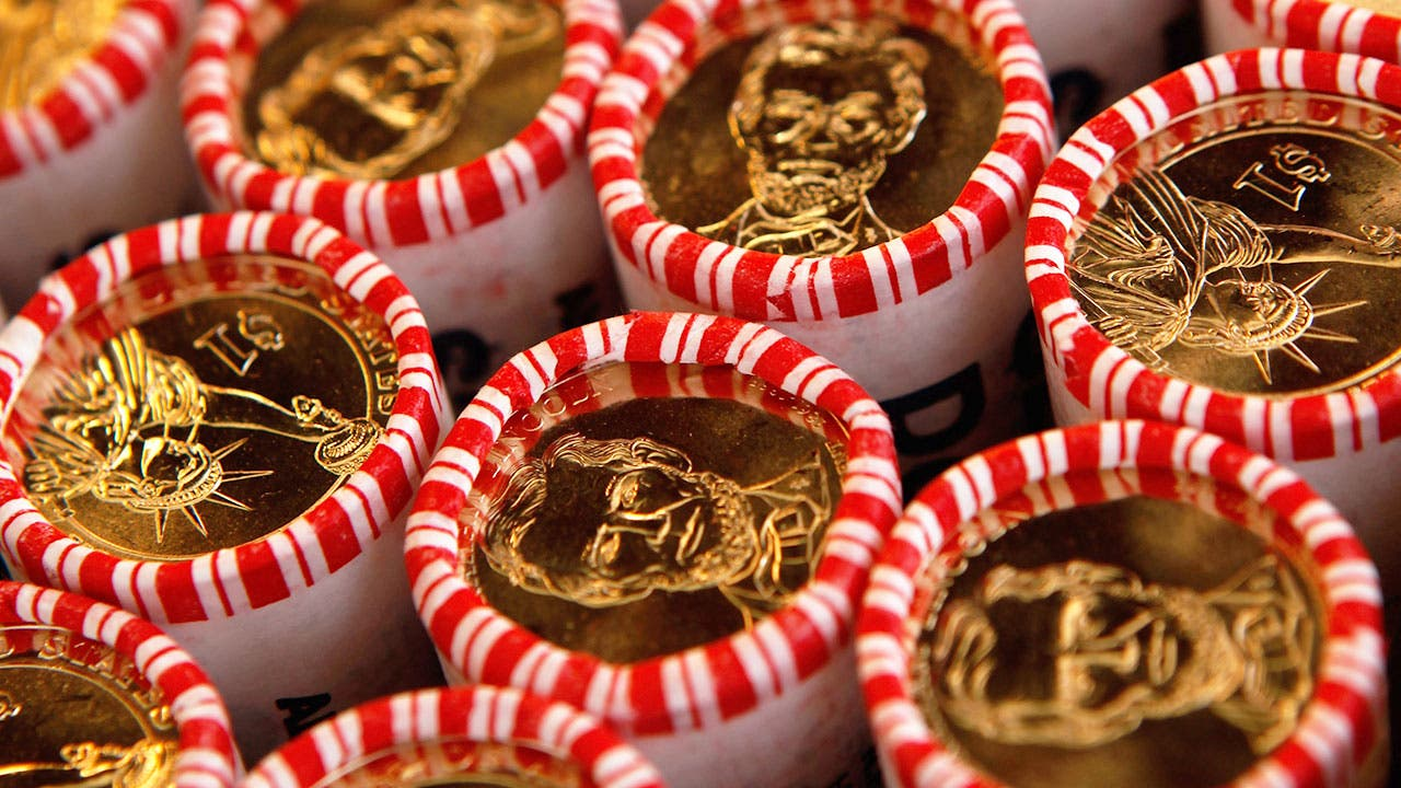 Dollar coin rolls