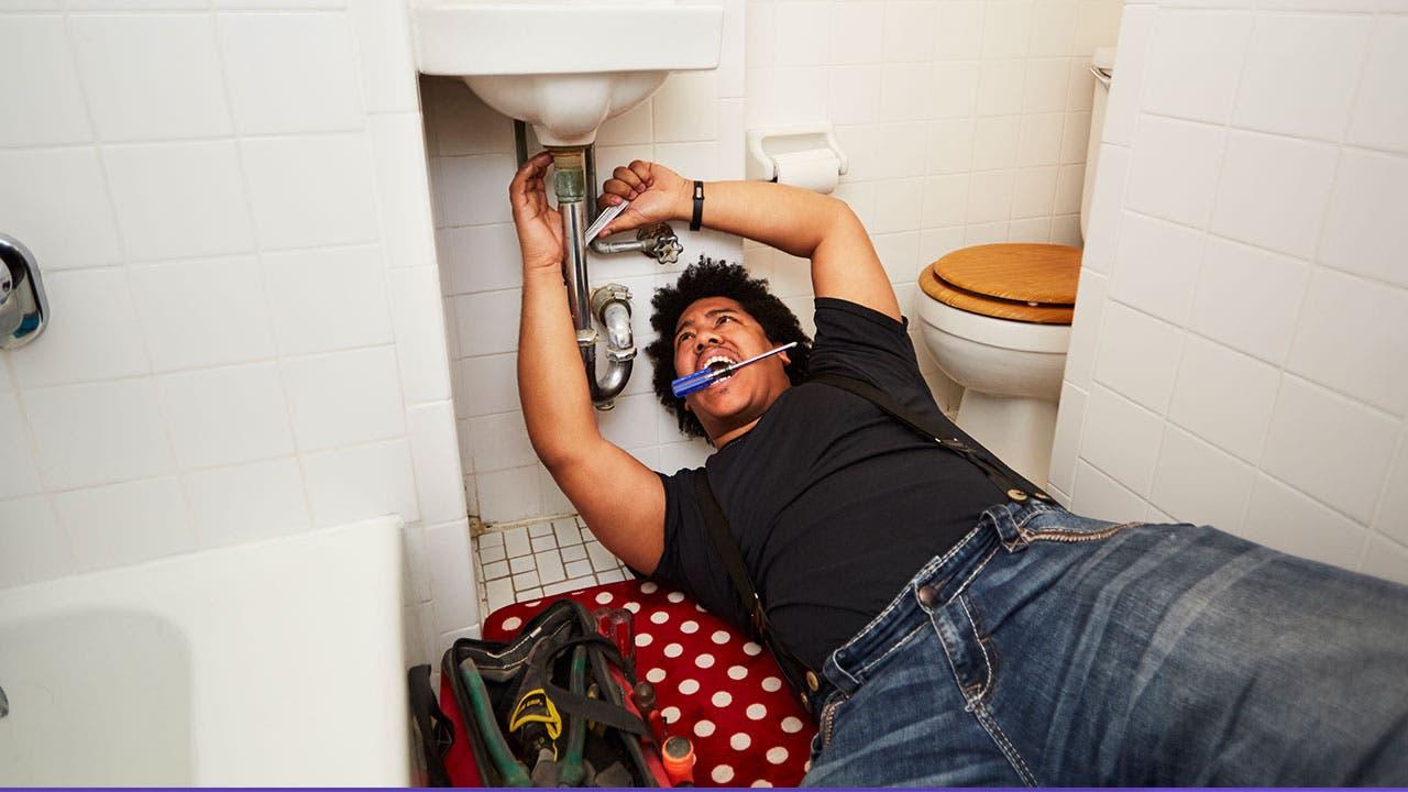 Man doing plumping