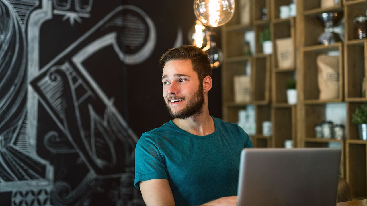 Man using laptop to sign up for a SEP IRA