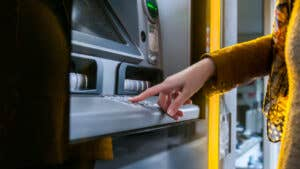 5 banks that offer free checking accounts