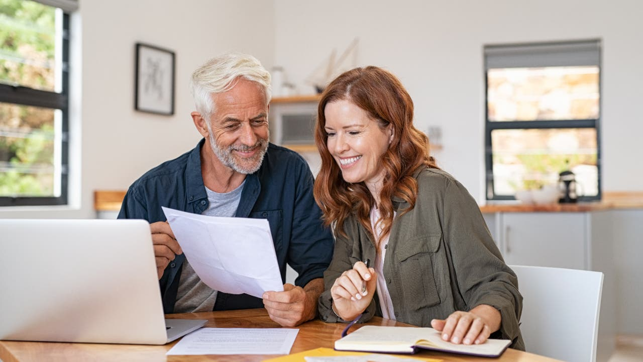 What's The Difference Between Fixed And Variable Expenses?   Bankrate